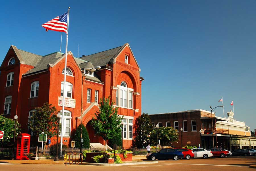 A picture of downtown Oxford, MS